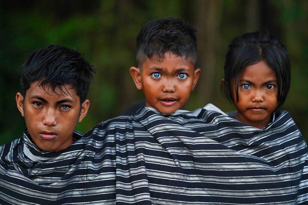 племя голубые глаза