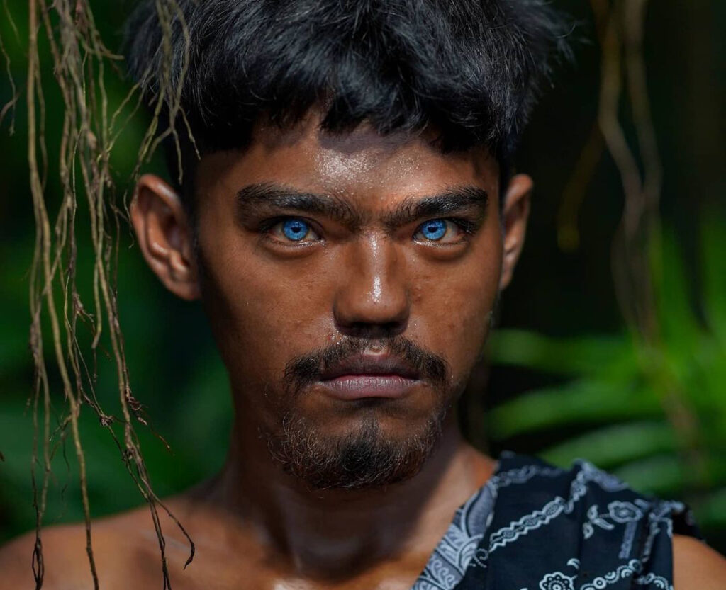 племя с голубыми глазами